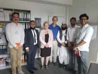 Prof. Zia Ul-Haq, Dr. Zohaib Kahn und weitere Mitglieder der Delegation der Khyber Medical University mit Prof. Hajo Zeeb (BIPS) und Prof. Karin Wolf-Ostermann (IPP)