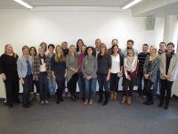 Prof. Dr. Ingrid Darmann-Finck und Sabine Muths begrüßen Prorektor Prof. Dr. Frank Weidner und eine Studierendengruppe der Philosophisch-Theologischen Hochschule Vallendar (PTHV) an der Universität Bremen