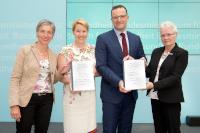 Fachkommission nach Pflegeberufegesetz übergibt Rahmenlehr- und Rahmenausbildungspläne an BMG und BMFSFJ